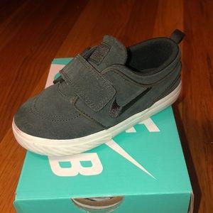 Hunter Green gently worn Nike strap sneakers